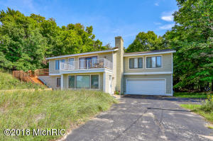 17694 North Shore Estate Road, Spring Lake, MI 49456