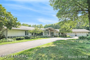 7100 HIDDEN RIDGE Drive SE, Grand Rapids, MI 49546