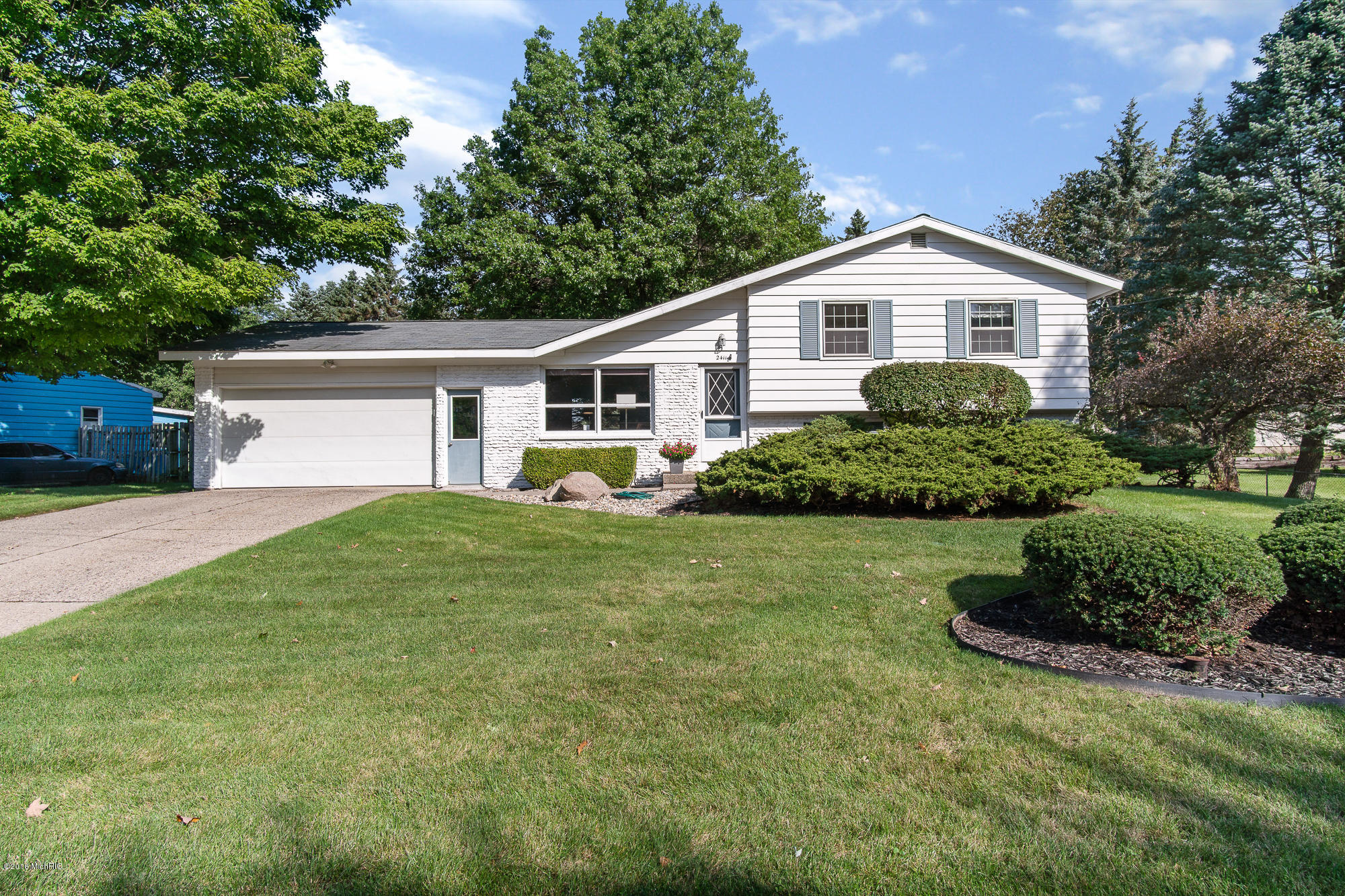2411 NE Lakehurst Drive, Grand Rapids, MI 49525