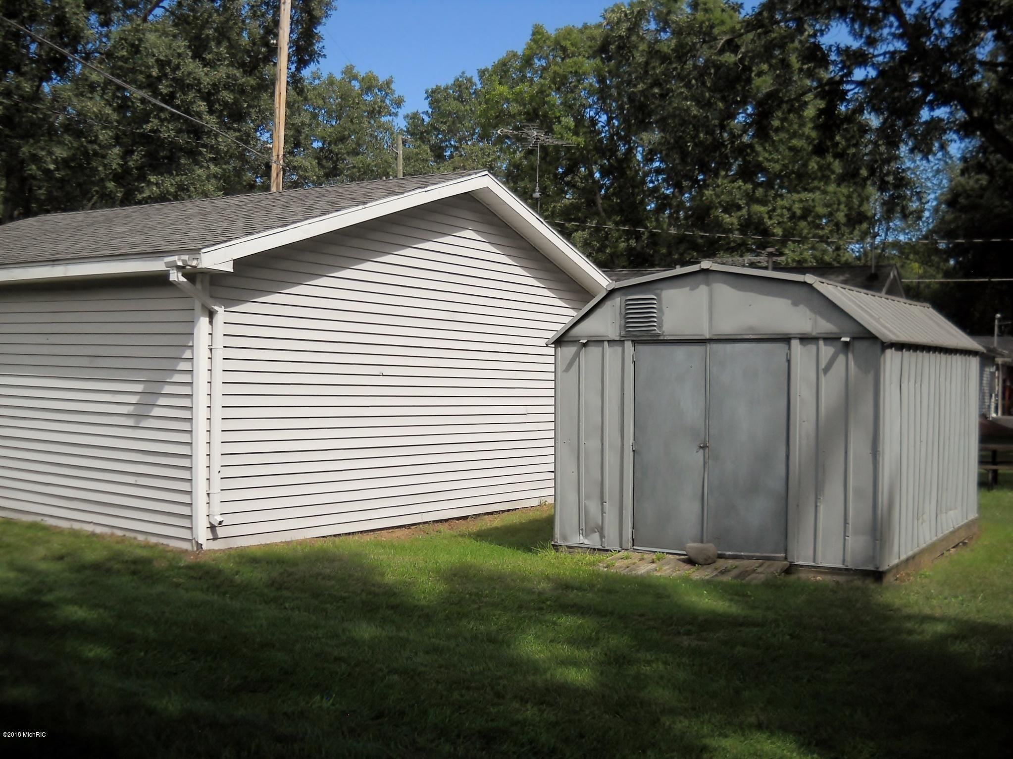 Garage & Storage shed