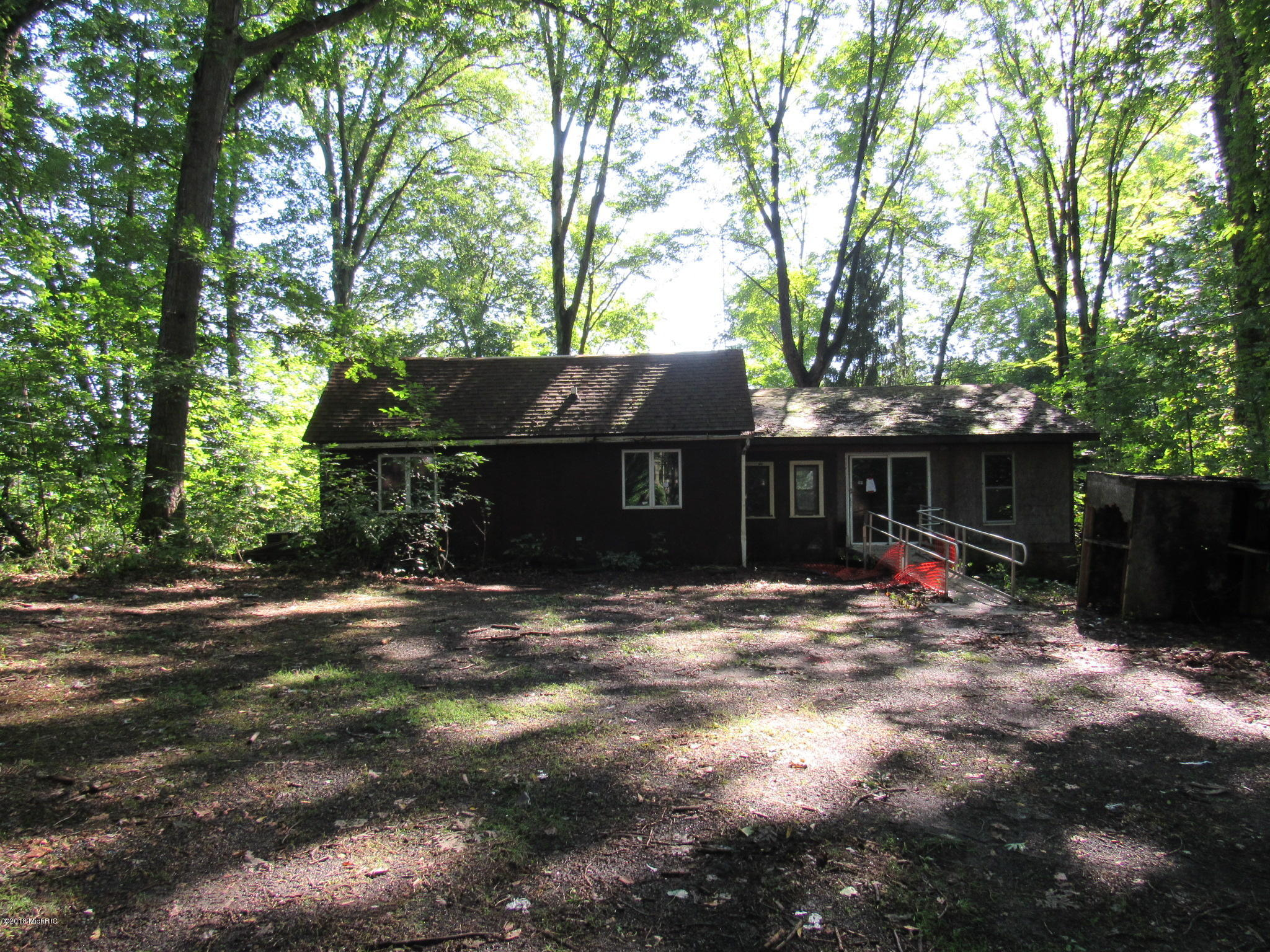 2159 E Clear Lake Road, Buchanan, MI 49107