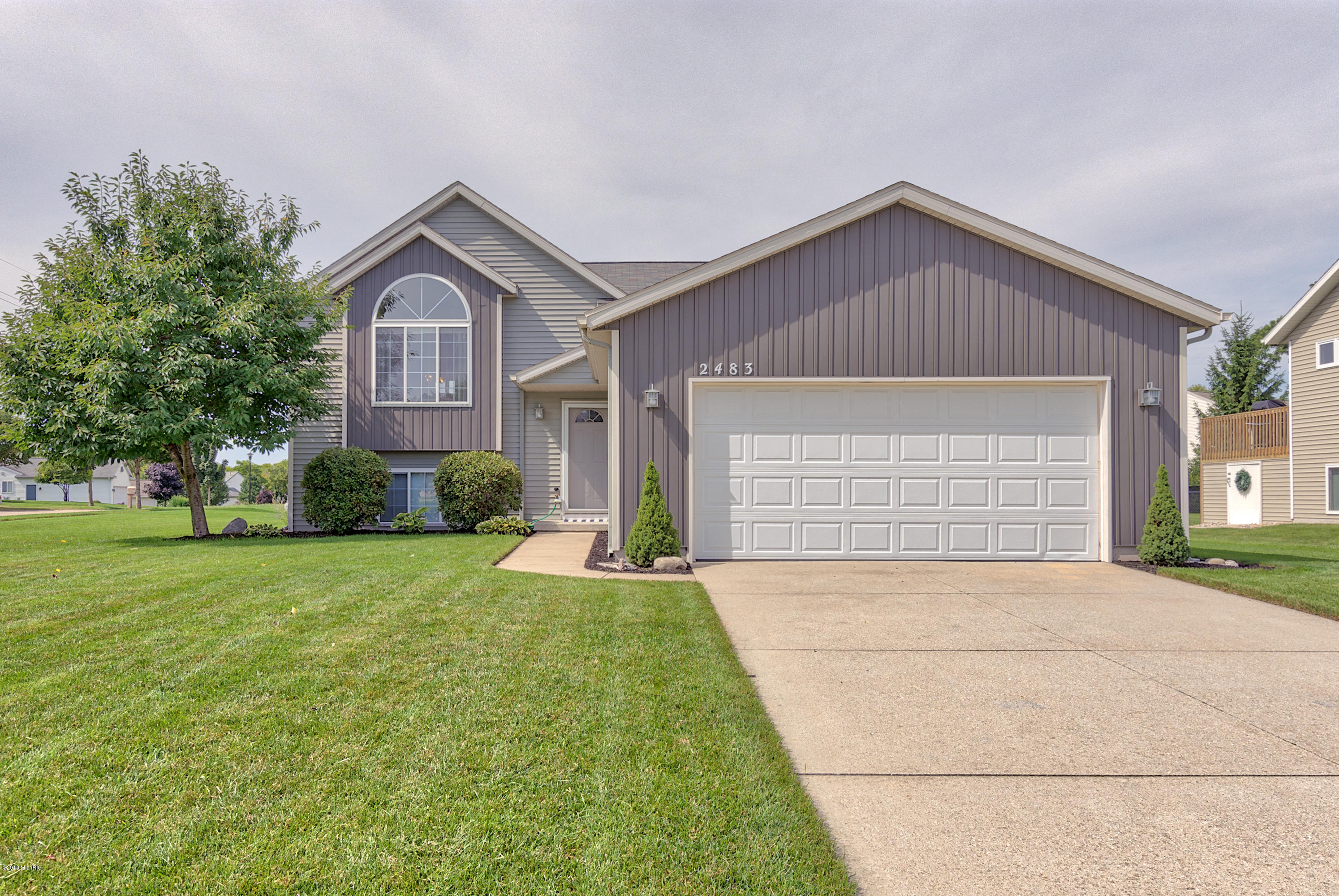 2483 Stockwood Drive NE, Grand Rapids, MI 49505