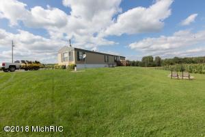 9869 Grass Lake Road, Hillsdale, MI 49242