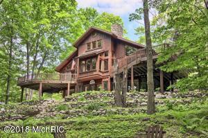 11825 Mountain Woods, Thompsonville, MI 49683
