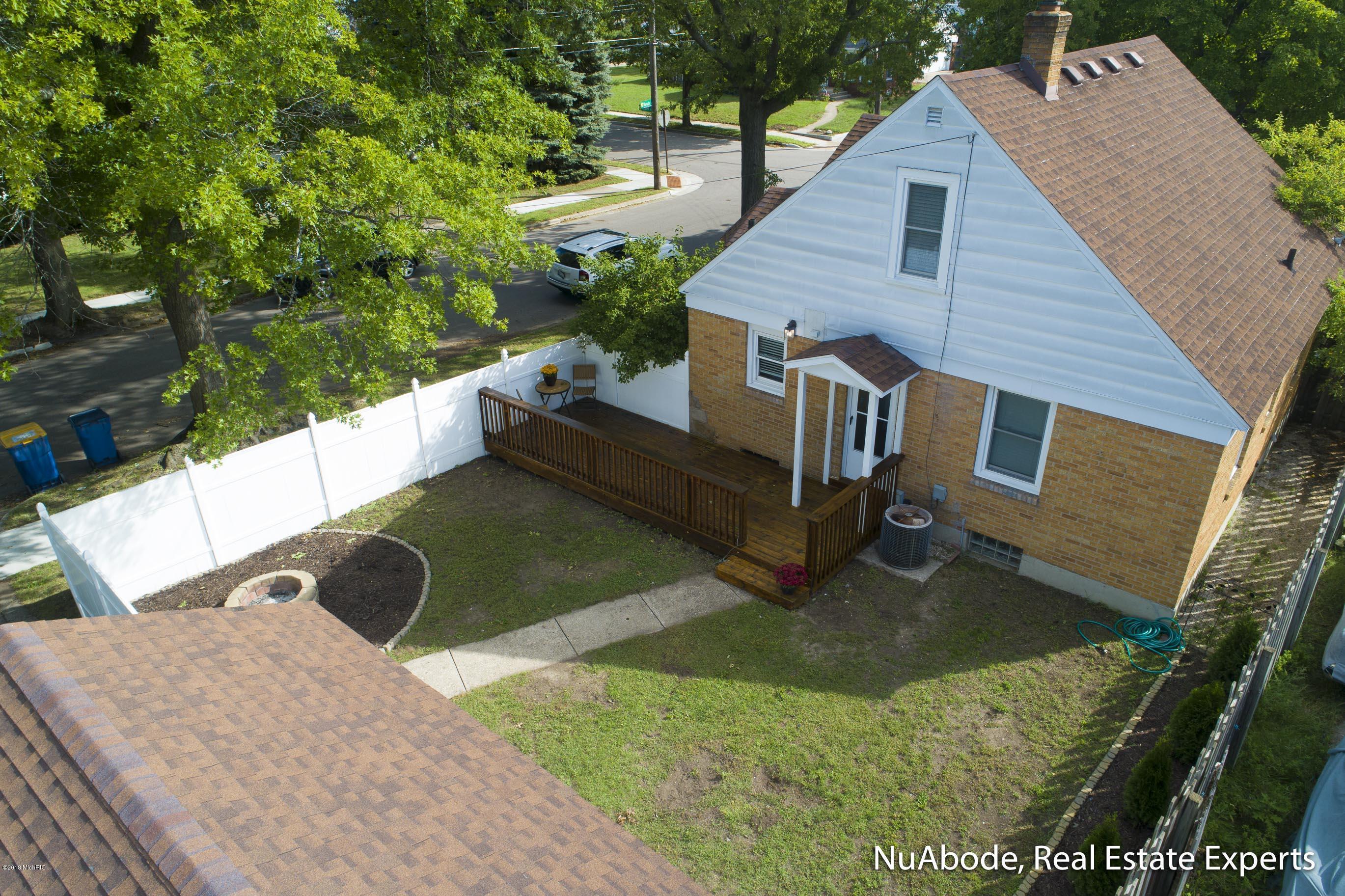 2539 Almont Avenue SE, Grand Rapids, MI 49507