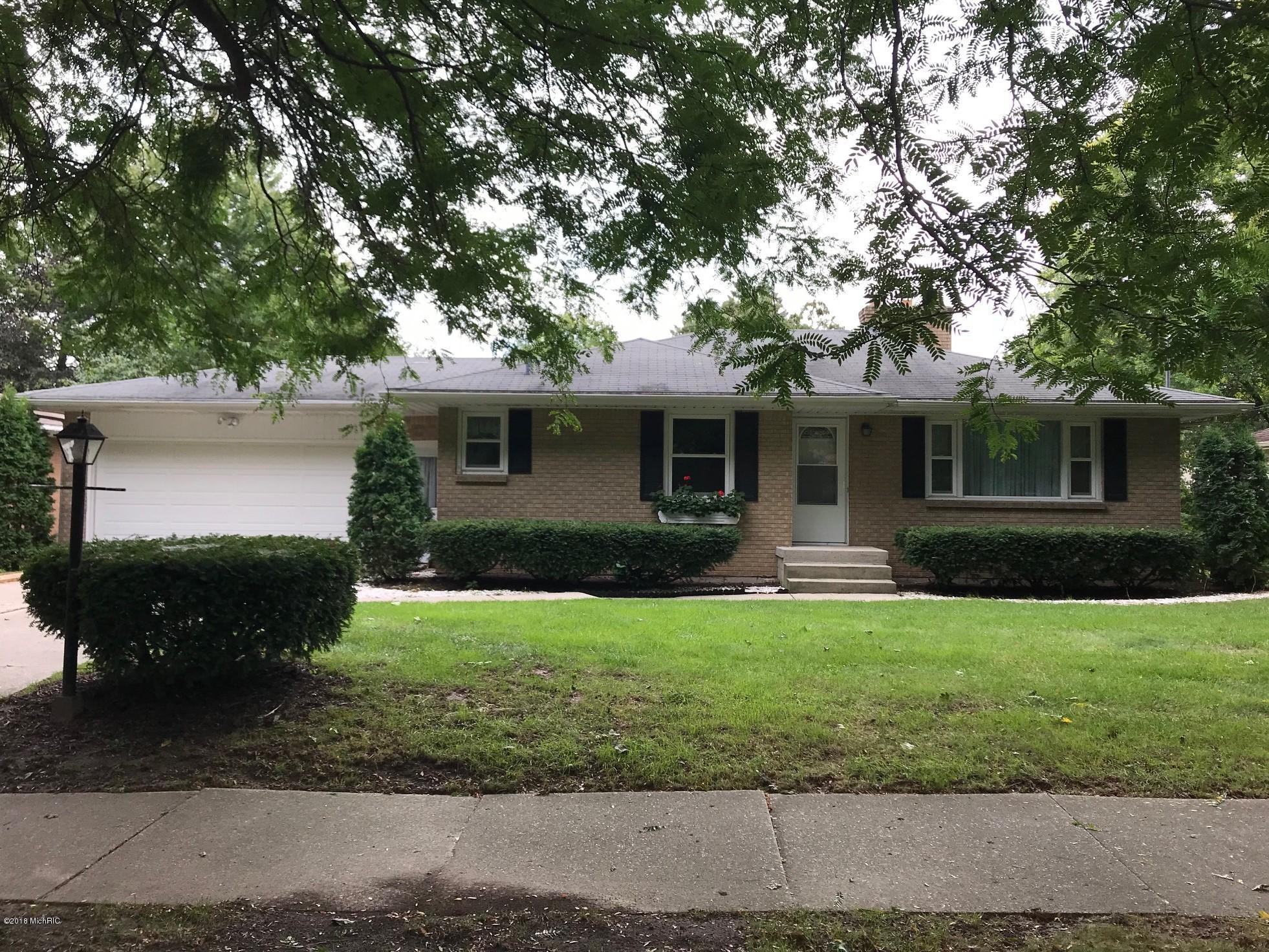 1712 Woodcliff Avenue SE, Grand Rapids, MI 49506