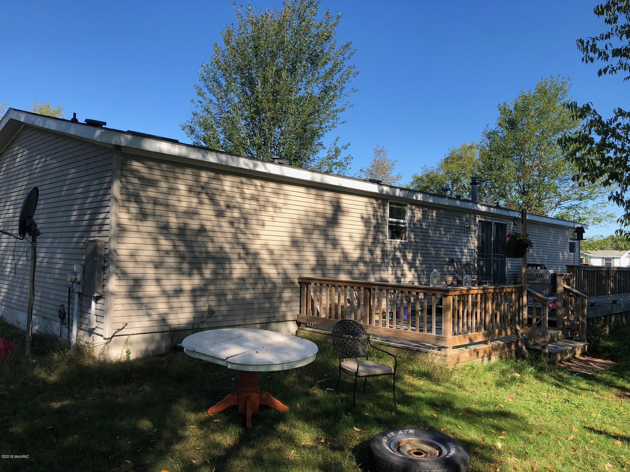 23283 Adams Rd, Copemish, MI 49625