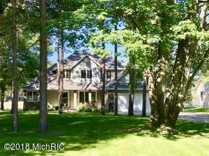 9208 Main Street, Canadian Lakes, MI 49346