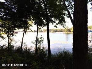 7789 W Lake Drive, Canadian Lakes, MI 49346
