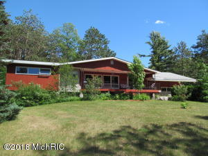 8219 S Mackinaw Trail, Cadillac, MI 49601