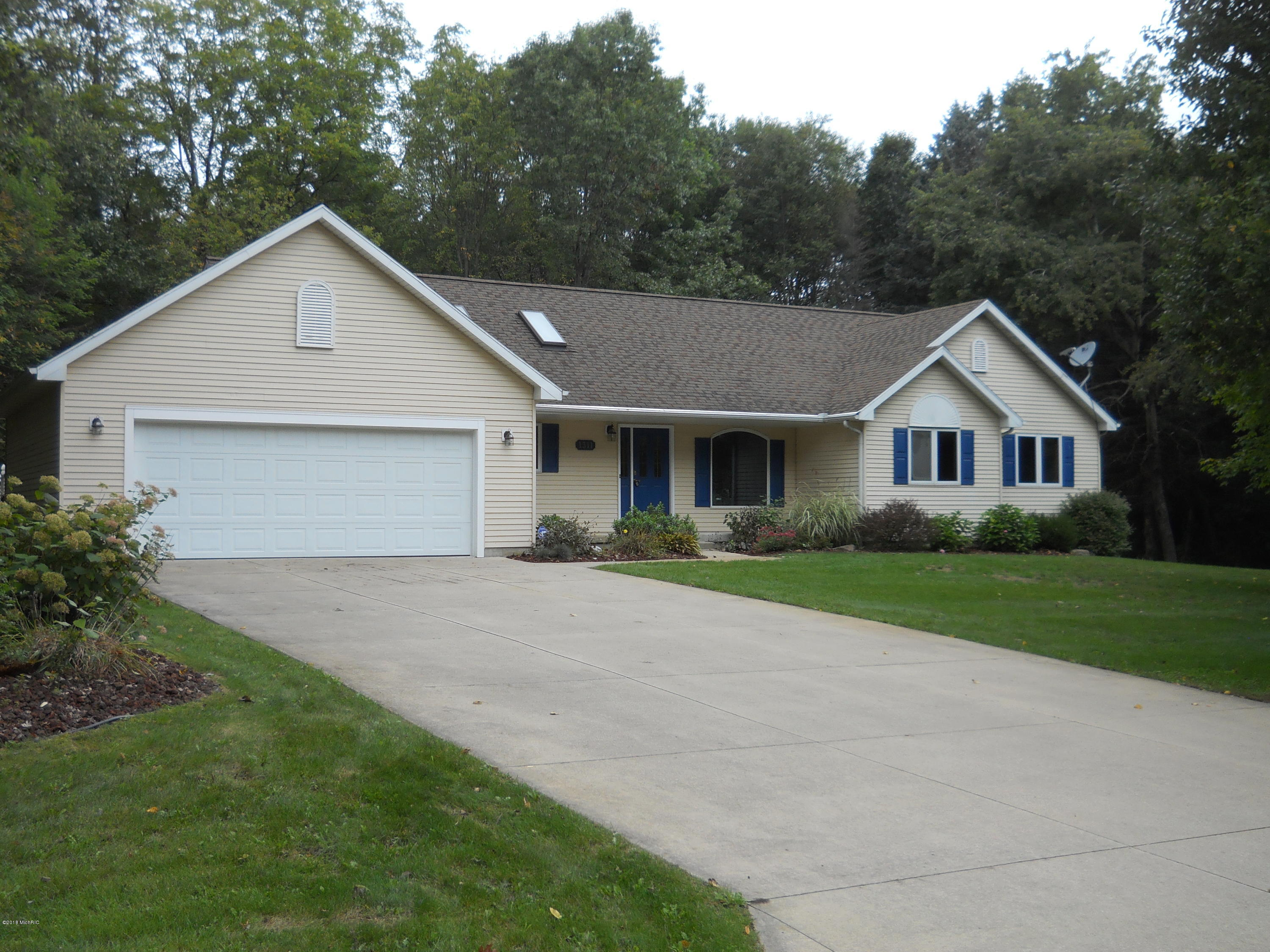 1311 Grosvenor Drive, Greenville, MI 48838
