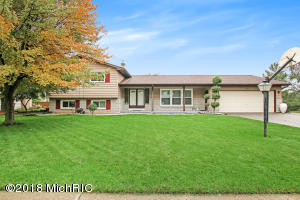 1682 Waterbury Drive SE, Kentwood, MI 49508