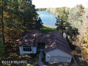 9447 Sunset Court, Stanwood, MI 49346