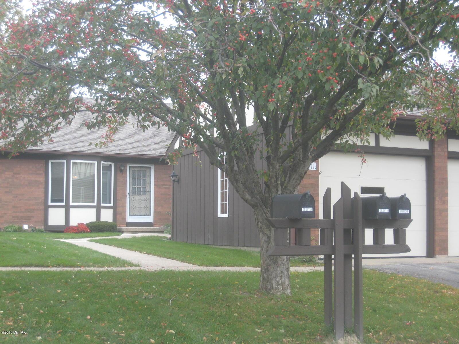 2211 Radcliff Circle SE, #91, Grand Rapids, MI 49546