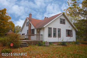 15471 E River Road, Buchanan, MI 49107