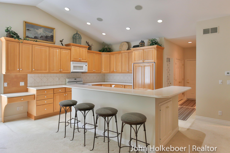 1613 Falcon Crest Drive Ne, Grand Rapids, MI 49525 - SOLD LISTING, MLS #  18053687 | Greenridge Realty, Inc