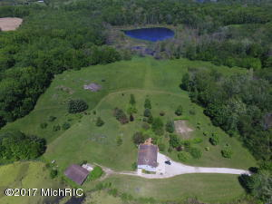 373 E Elm Valley Road, Buchanan, MI 49107
