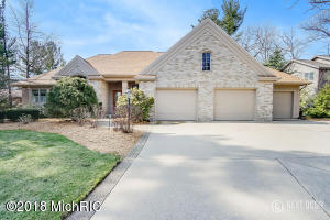 15462 Oak Point Drive, Spring Lake, MI 49456