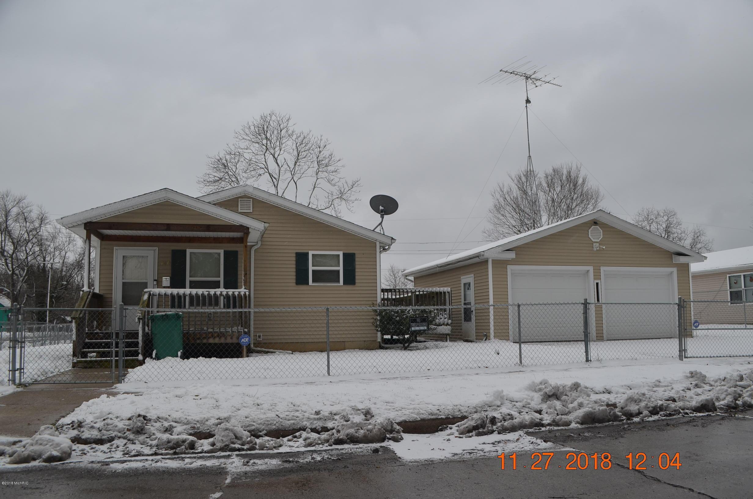 Similar Properties to 1097 Beverly Court, Benton Harbor, MI 49022
