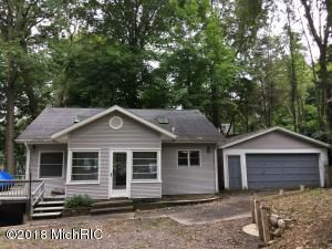 15739 Lakeview Drive, Buchanan, MI 49107