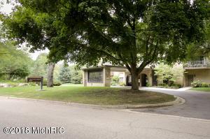4040 Greenleaf Circle 112, Kalamazoo, MI 49008