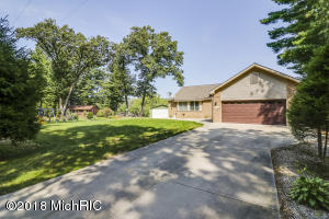 3115 Riverbend Trail, Fennville, MI 49408