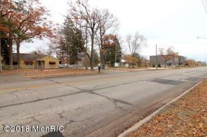 947 S Garfield Avenue, Traverse City, MI 49686