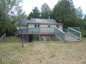 2968 N Alger Avenue, White Cloud, MI 49349
