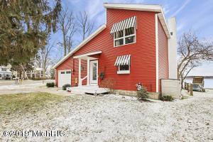 802 Lakeview Drive, Fremont, MI 49412