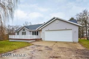 17190 Bass Lake Avenue NE, Gowen, MI 49326