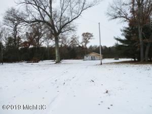 5883 S Twin Creek Road, Idlewild, MI 49642