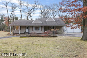 673 S Wolf Lake Road, Muskegon, MI 49442