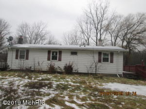 14059 Red Pine Drive NW, Kent City, MI 49330