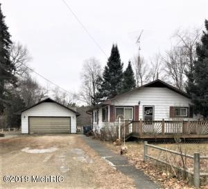 325 W 4th Street, Morley, MI 49336