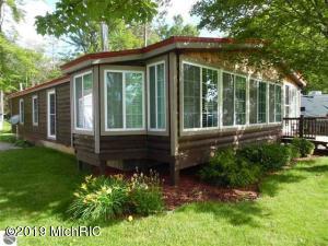 3526 W Lake Mitchell Drive, Cadillac, MI 49601