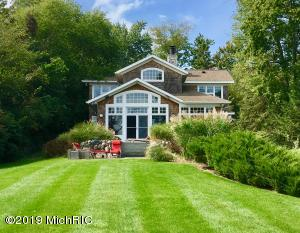 9550 W Gull Lake Drive, Richland, MI 49083