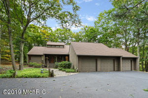 2303 Sunset Bluff Drive, Holland, MI 49424