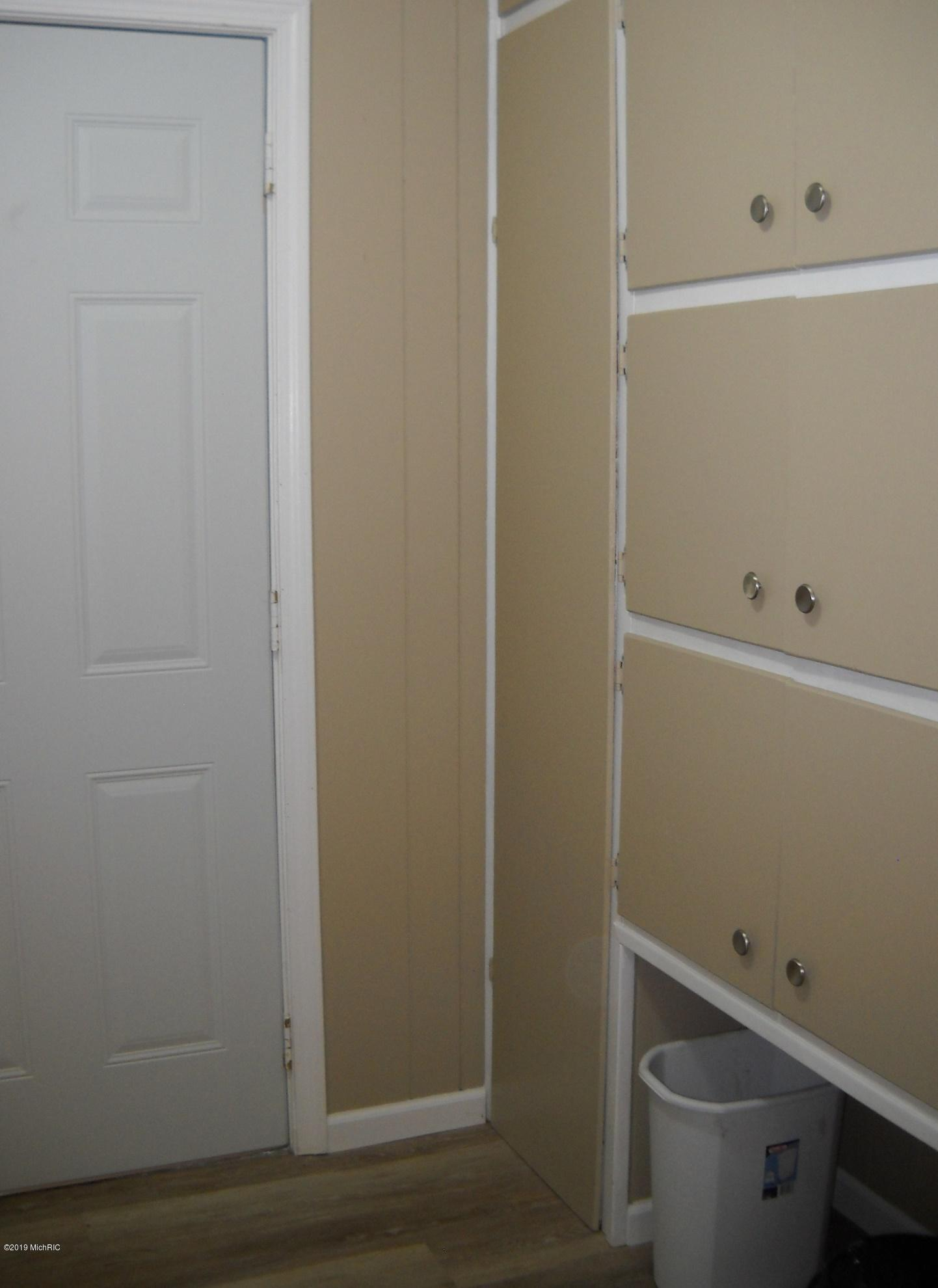 Storage in entry