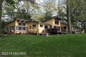 8487 Lynwood Lane, Mecosta, MI 49332