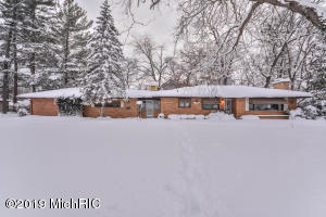 3825 Byron Center Avenue SW, Wyoming, MI 49519