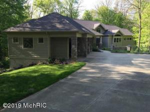 10177 Augusta Valley Court SE, Ada, MI 49301