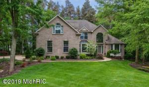 4915 Tall Pines Court SE, Grand Rapids, MI 49546