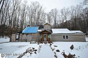 157 E Forest Trail, Leroy, MI 49655