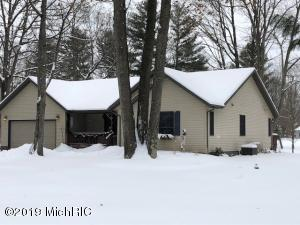 9717 Sunset Drive, Canadian Lakes, MI 49346