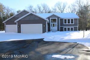 4381 Oak Road, Twin Lake, MI 49457