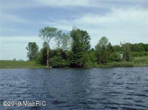 1 WATERS EDGE DRIVE, Scottville, MI 49454
