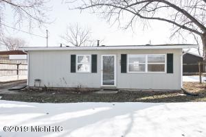 609 Sherwood Street, Three Oaks, MI 49128