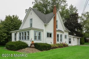 411 Oak Street, Three Oaks, MI 49128