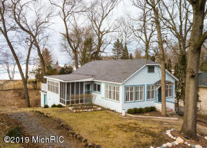 4082 Ponchartrain Drive, New Buffalo, MI 49117