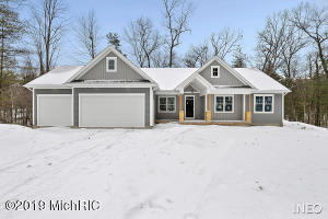 11300 Discovery Woods Drive, Greenville, MI 48838
